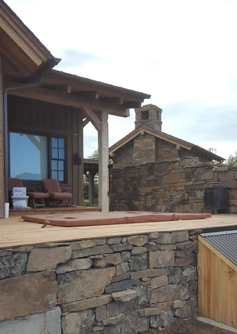 Hand-stacked stone hot tub enclosure - Higham property in Boulder